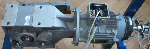 Unit for measurement of mechanical response of AC motor.